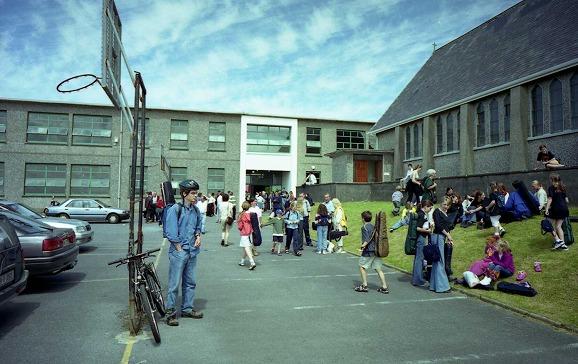 ウィリークランシーサマースクールのフィドルクラスはこの小学校で受講しました