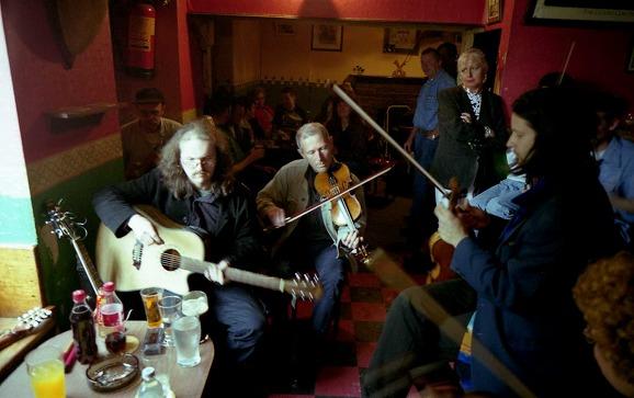 アイルランド伝統音楽のセッションの様子